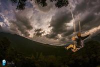 Захватывающий аттракцион с видом на вулкан, где можно поболтать ногами перед лицом смерти