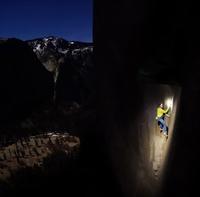Двое покоряют самый опасный альпинистский маршрут в мире по отвесной скале