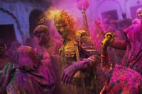 11 индийских вдов, которые празднуют Фестиваль красок, вопреки всем правилам