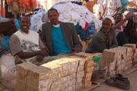 Денежный рынок в Сомали. Такого вы еще не видели!