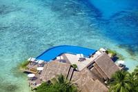 Эксклюзивный бассейн в отеле Baros Maldives — один из самых впечатляющих бассейнов в мире!