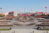 20 ошеломляющих снимков грандиозного парада в Северной Корее