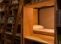 В Токио открылся отель, стилизованный под книжный магазин. Удивительное место!