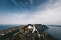 9 великолепных свадебных снимков, сделанных на романтичном Санторини