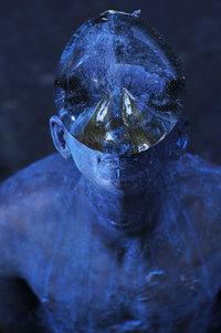 В Киеве появилась удивительная скульптура гигантской капли дождя на лице человека