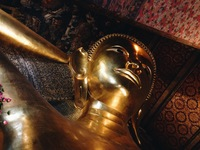 Атмосфера спокойствия в Храме Спящего Будды