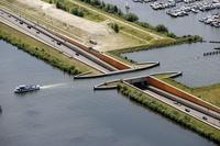 В Голландии существует мост, над которым не властны законы физики
