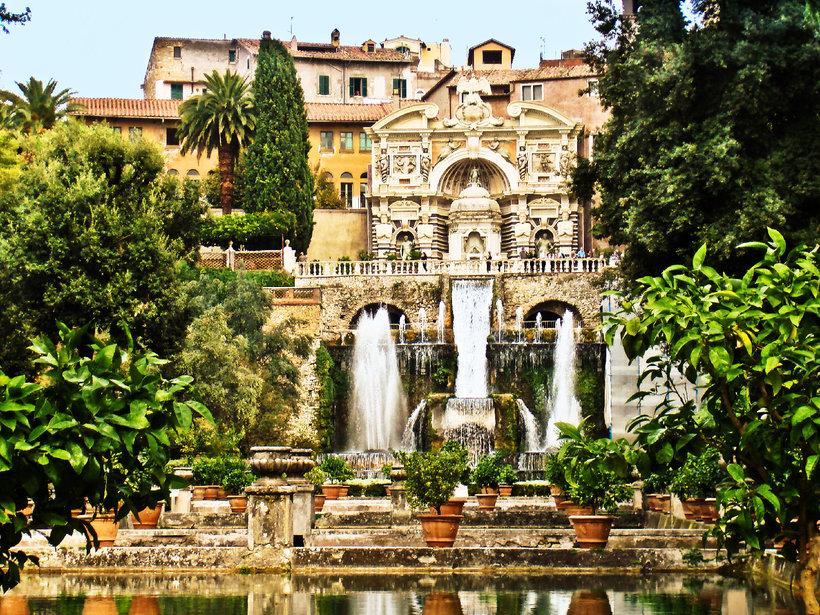 Эту и другие фотографии, иллюстрации и видеоролики из базы фотобанка design, este, europe, fountain, garden
