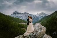 21 потрясающая свадебная фотография, сделанная в самых захватывающих местах по всему миру