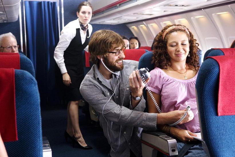 Беременная женщина родила в самолете
