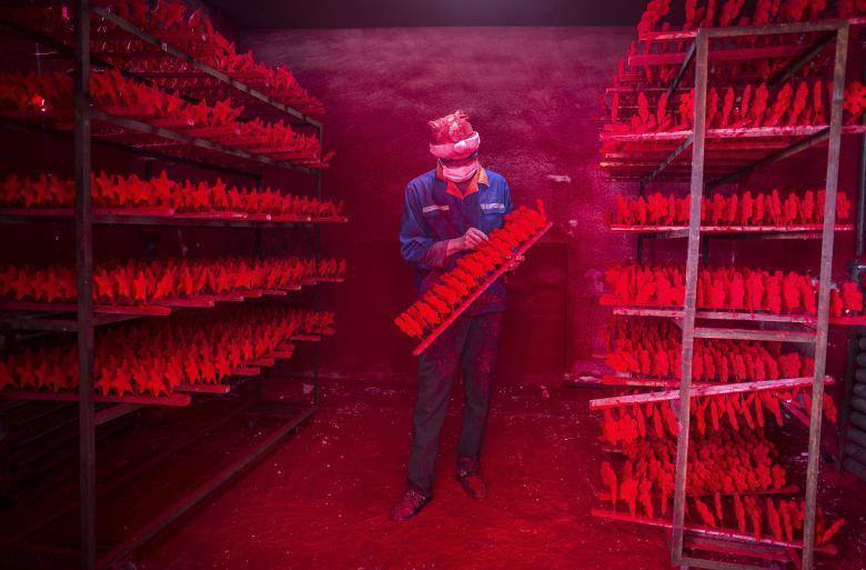 20 фотографий, демонстрирующих, как проходит работа на различных фабриках Китая