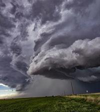 В ярости: 21 самое впечатляющее фото штормов, торнадо и молний
