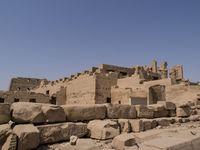 Город мертвых в Египте летом