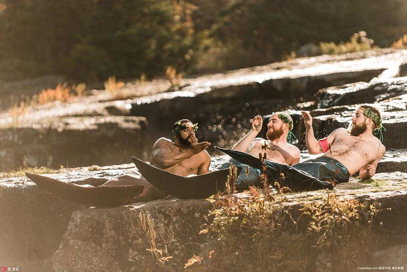 Бородатые канадцы снялись для календаря в образе русалочек