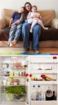 Немка делает фотографии людей и содержимого их холодильников