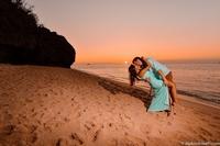 Влюбленные, которых разделяло 13000 км, делали одинаковое фото в разных уголках мира