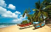 Рыбацкие лодки на берегу Индийского океана, Шри-Ланка