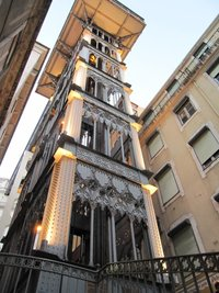 Старинный лифт в Лиссабоне