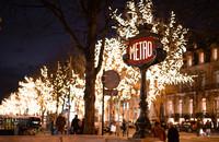 Уличные украшения в Париже