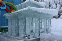 Ледяная скульптура в пещере Дракона