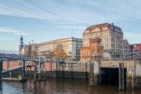 Оригинальные достопримечательности Гамбурга: плотинная улица, дом вдов и Чилихаус