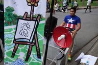Бангкокский инженер делает броские снимки-карикатуры о жизни своего города