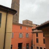 Дворы Болоньи и кусочек башни