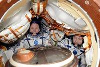 Почему аппараты, летящие с МКС на Землю, не сгорают в плотных слоях атмосферы