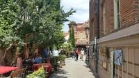 Грузия, на прогулки по улочкам Тбилиси