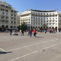 На площади Аристотеля, Салоники