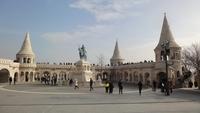 Легко одетые туристы Будапешта