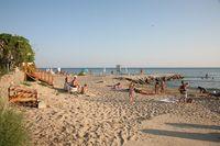 Общественный пляж в Елените