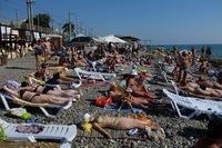 Пляжи Адлера в июне битком