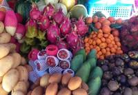 В Патонге много фруктов, но ценник завышен