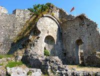 Большинство старых зданий лежит в руинах
