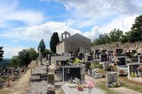 Хотя городок совсем маленький, у него есть собственное кладбище