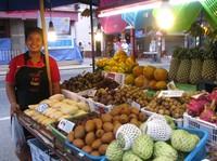 Продавцы охотно посоветуют лучшие экзотические фрукты