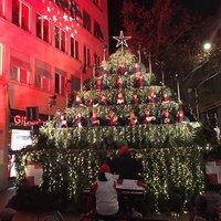 Праздник к нам приходит, поющая елка в Цюрихе