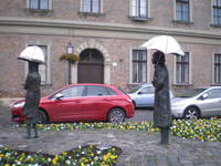 """Девушки под зонтиком"". Район Обуда, Будапешт."