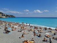 Пляжный отдых в Ницце в высокий сезон