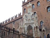 Arca di Cansignorio - готические надгробия рядом с площадью Синьории, Верона
