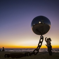 20 поражающих воображение скульптур, зависших в воздухе