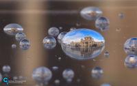 19 невероятных отражений городов в каплях воды