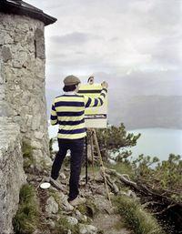 Художник ездит по потрясающим местам, чтобы нарисовать там... принт своей рубашки