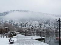 Выпавший снег быстро тает, но сырость остаётся надолго