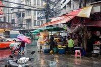 В Бангкоке дождь