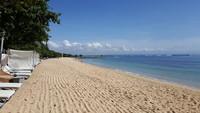 Нуса Дуа: на пляже ранним утром