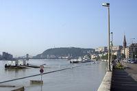 Холм Геллерт нависает над Дунаем