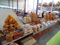 Изобилующие домашними сладостями и сухофруктами рынки весной