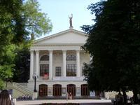 Севастополь: по дороге в драматический театр